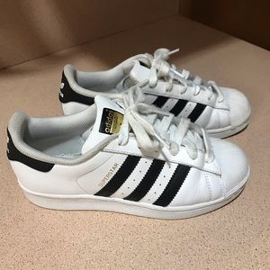ADIDAS superstar Kids Yourh size 4.5 shoes